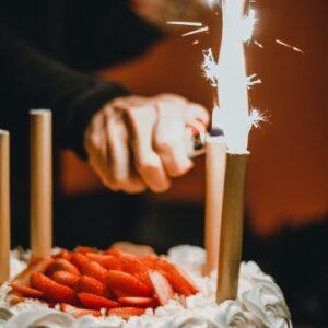Sveče, tortni ognjemeti, baloni
